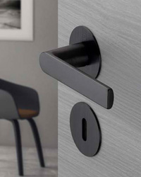 Handle rose and escutcheon with through-going supporting lugs