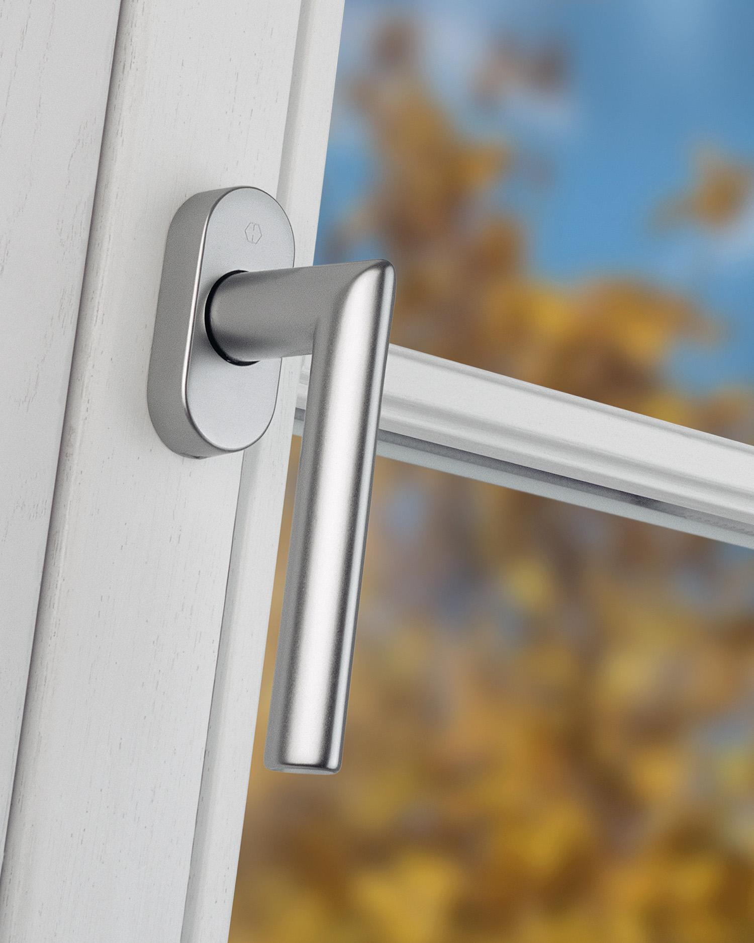 Deurkrukken en raamgrepen worden bij HOPPE praktijkgerelateerd op deur- en raamelementen getest