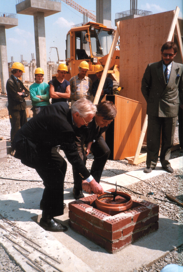 Wbudowanie kamienia węgielnego pod budowę zakładu Crottendorf