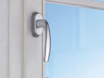 1) Окно в закрытом положении