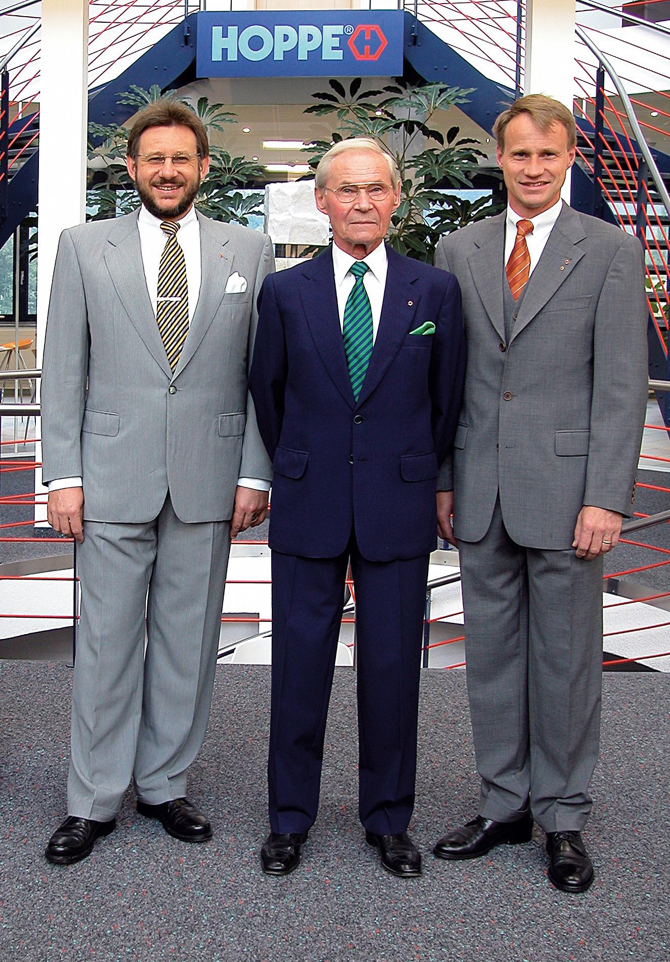 2002: Friedrich Hoppe (i mitten) och sönerna Wolf (till vänster) och Christoph Hoppe (till höger)